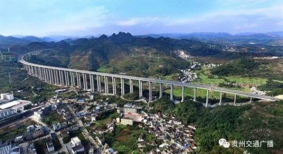贵州首条应用光伏发电高速路28日开通