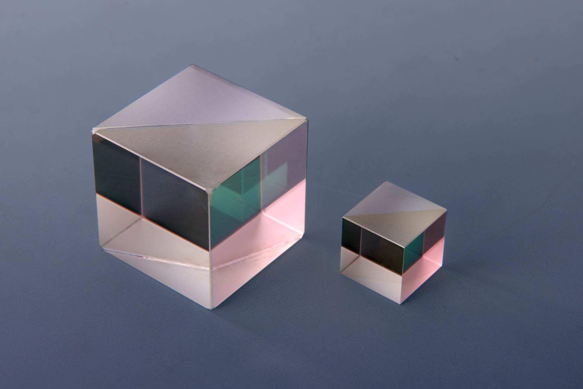 UPT提供高精度棱镜 Prisms